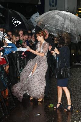 Эмма Уотсон в промокшем платье