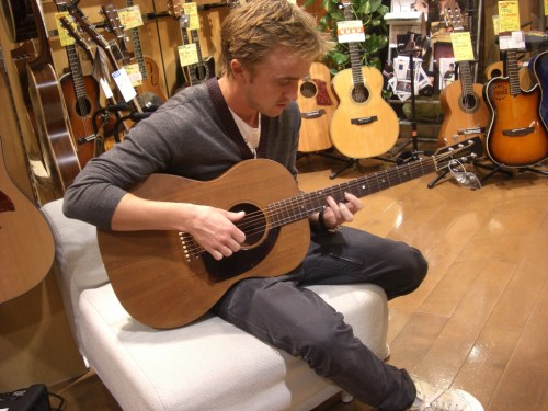 tom_felton_guitar4